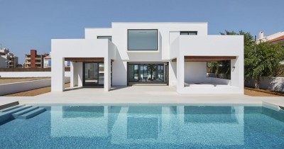 New seafront house construction in Costa Brava