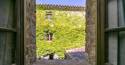 Ca l'Agutzil. Traditional village house for holiday rental in Gualta, Costa Brava