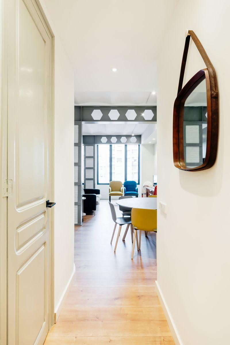 Villa danieli dise o interior de un piso de dos habitaciones en barcelona - Pisos de diseno en barcelona ...