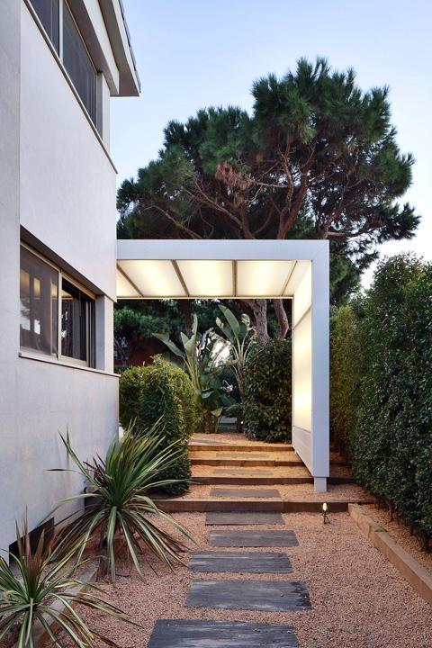 Construction of a translucent marquee in a house gav mar - Iluminacion pergolas ...